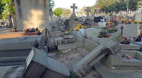 """Résultat de recherche d'images pour """"profanation cimetière"""""""