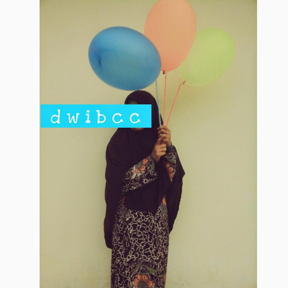 foto dwibcc muslimah denga balon