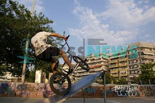 Θεσσαλονίκη: Νεκρός 17χρονος που έπεσε με ποδήλατο - Βίντεο ντοκουμέντο
