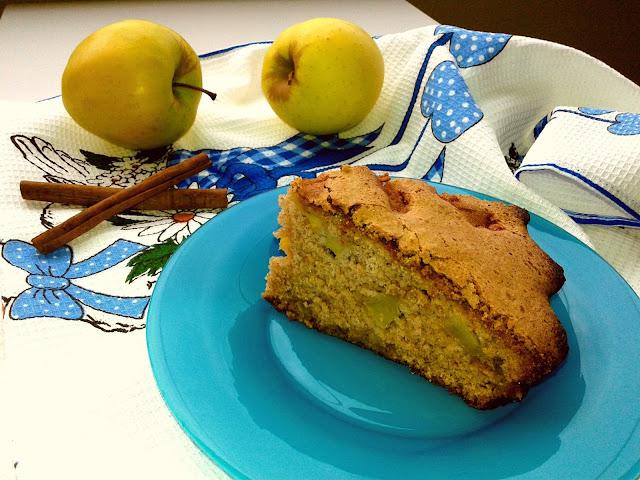 шарлотка з яблуками і корицею рецепт
