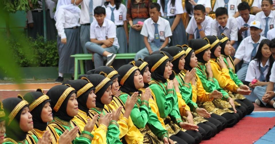 Terjadi interaksi sosial dengan pendidikan. Pola Lantai Pada Tari Tradisional Indonesia   Biasa Membaca