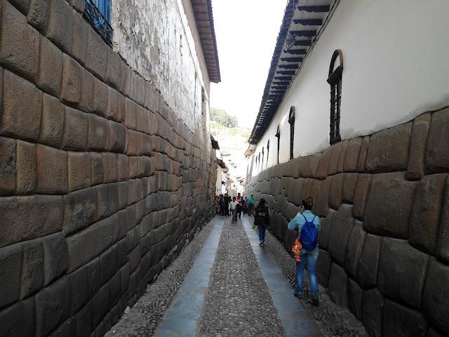 Calle Hatun Rumiyoc, Cuzco