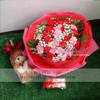 bunga valentine,bouquet carnation, buket bunga dan cokelat, buket bunga ferrero rocher, buket bunga mawar, bunga mawar valentine, handbouquet mawar, buket rose, toko bunga, florist jakarta, toko bunga valentine, buket rose merah dan pink