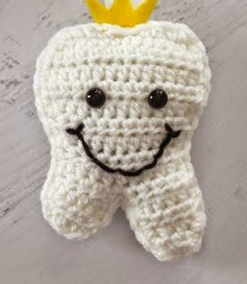 http://translate.googleusercontent.com/translate_c?depth=1&hl=es&rurl=translate.google.es&sl=en&tl=es&u=http://www.repeatcrafterme.com/2014/08/crochet-tooth-fairy-pillow.html&usg=ALkJrhjVZxGDYBY5yboE8s8bd2MfCYVtYA