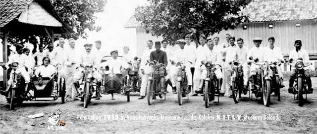 Motorfietsrijders te Batavia
