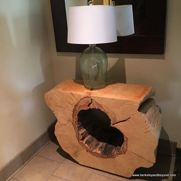 lamp table in guest room at Black Oak Casino Resort