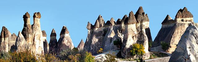 Kapadokya'daki peri bacalarının bir görüntüsü