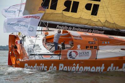 Vincent Riou mène une flotte de la New York - Vendée décimée
