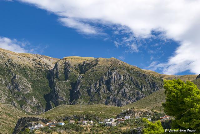 Riviera Albanesa, pueblos - Himara, Albania por El Guisante Verde Project