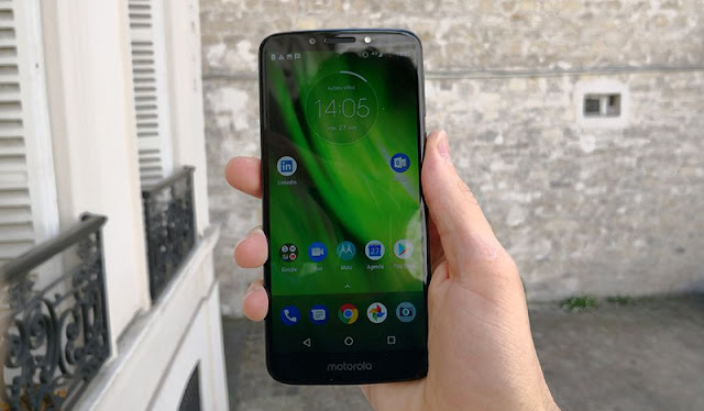 The Moto G6 Play has a limited maximum brightness.