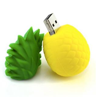 Flash Drive - Must have law school supplies | brazenandbrunette.com