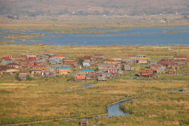 Village lacustre sur la Lac Inle