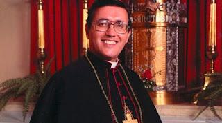 Bispo de origem hispânica nos Estados Unidos cada vez mais próximo dos altares