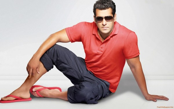 Handsome Salman Khan Wallpaper in Glasses