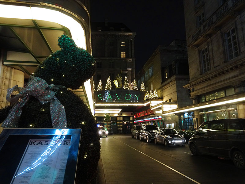 London_Gorgeous_Christmas_Lights_Photographs_Savoy