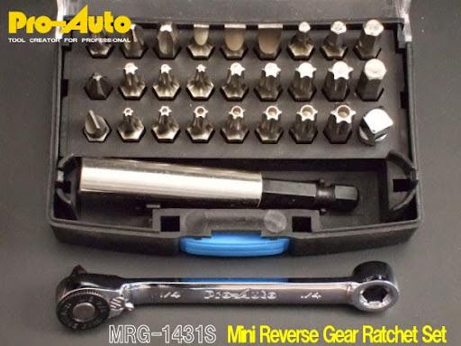 Pro-AutoプロオートのMRG-1431Sミニリバースギアラチェトセット。このセット内容のビットが入って価格は¥3,000程なのは驚きである