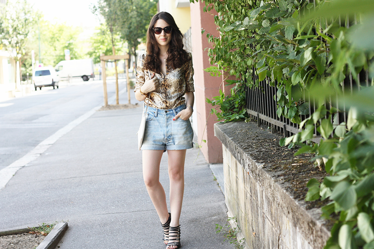 http://audreymarianne.blogspot.com/2015/07/the-python-shirt-aka-grandmother-shirt.html