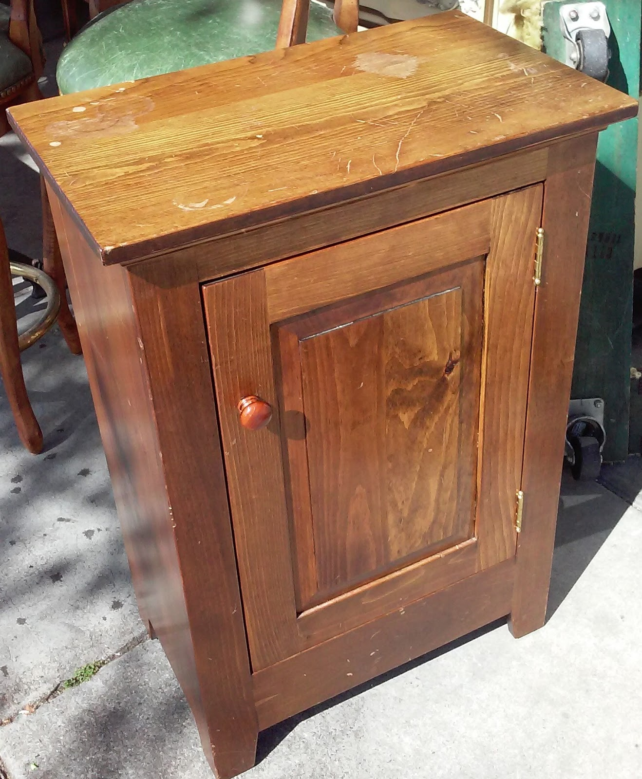 Uhuru Furniture Collectibles Sold 32 Tall Pantry