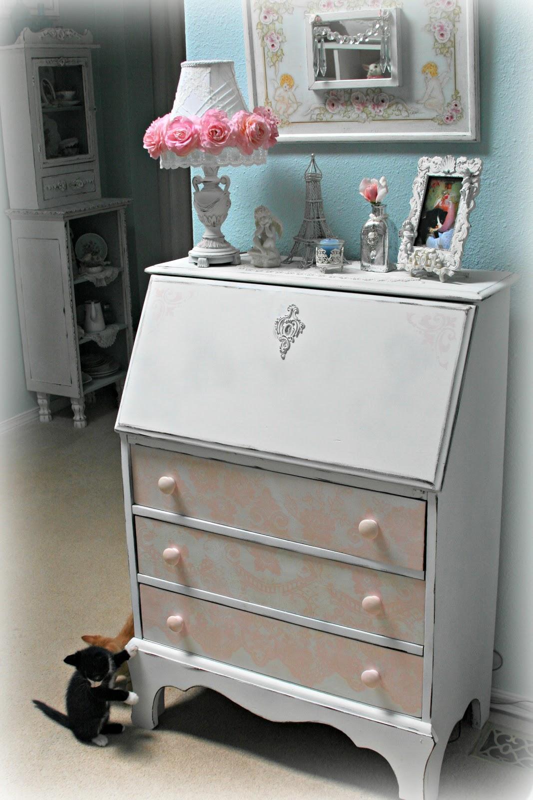 My Pretty Pink Gel Nails: For The Love Of White: My Pretty Secretary Desk