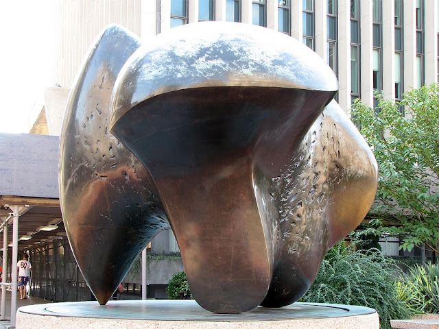 Three-Way Piece: Points by Henry Moore, Revson Plaza, Columbia University, New York