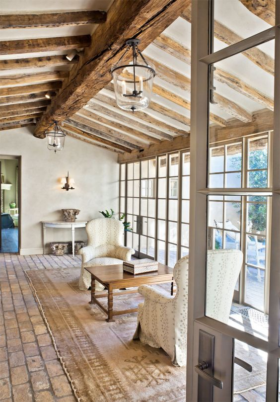 There is nothing like authentic country farmhouse charm, and we will explore the interior design details which combine to create effortlessly elegant rooms with European farmhouse charm.