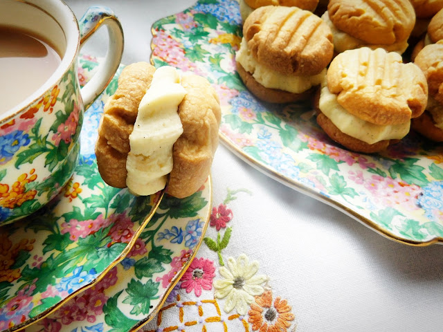 Classic Traditional Homemade Custard Creams Biscuits