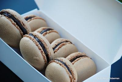 http://cabouffeundoberman.blogspot.fr/2012/10/macarons-au-chocolat-noir.html