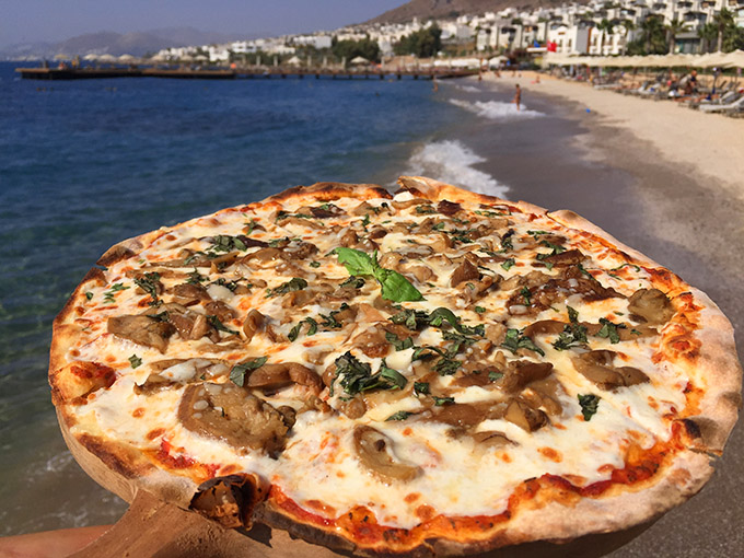 swissotel-resort-bodrum-beach-pizza-cokertme