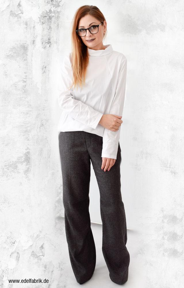 weiße Bluse, weite Hose, Clean Chic