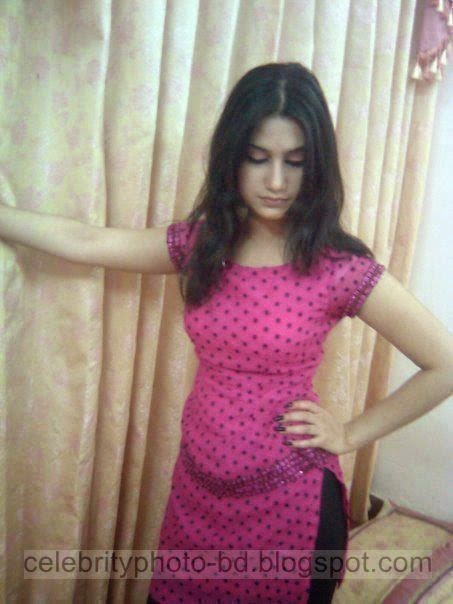 Pakistan Sexy College Girls Hot Pose Photos In Salowar Without Her Orna 2014-2015