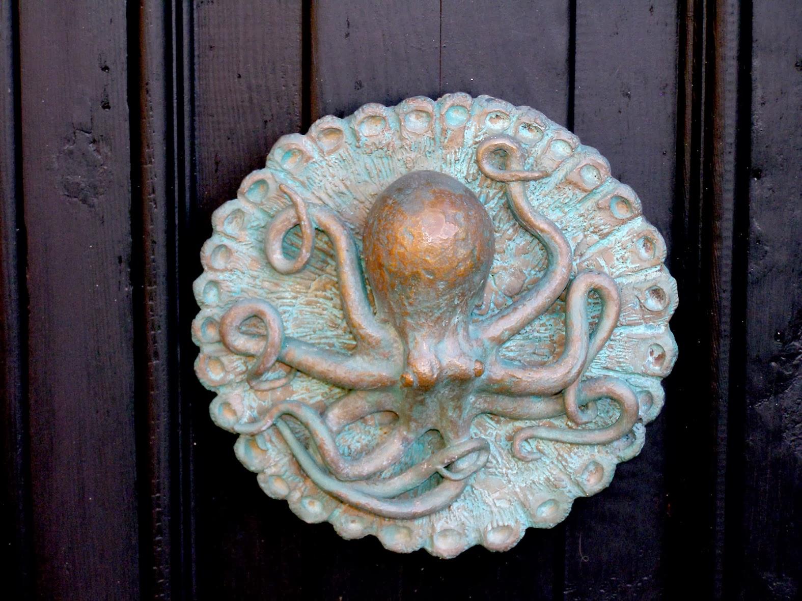 Octopus door knob