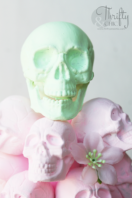 Pastel Halloween decor. Pastel Halloween crafts and projects. DIY Pastel Halloween decor tutorial. Halloween ombre skull tree tutorial.