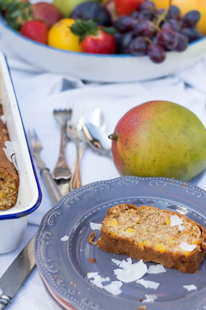 Mango-Kokos Brot mit Macadamia Nüssen