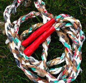 http://trapillo.com/blog/como-hacer-una-cuerda-para-saltar-con-trapillo/