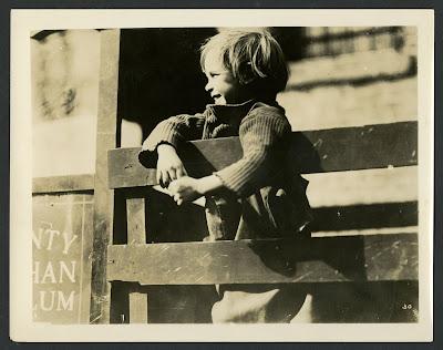 "Джеки Куган на съемках ""Малыша"" (1921)"