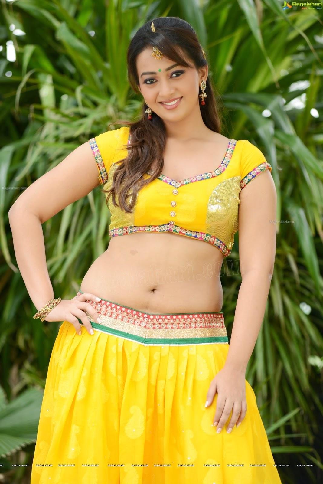 Ester Noronha Hot Sexy Navel Show Hd Photos - Film Actress -4723