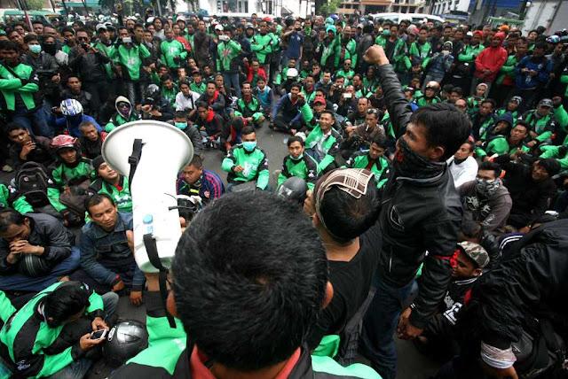 Setelah Demo Karena Tarif Diturunkan Sepihak. Ratusan Driver GO-JEK di Jakarta Demo Lagi, Ini Penyebabnya