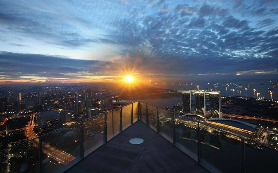 The World's 30 Best Rooftop Bars… Everyone Should Drink At #9 At Least Once. - The 1- Altitude is located on the 63rd floor in One Raffles Place, Singapore.