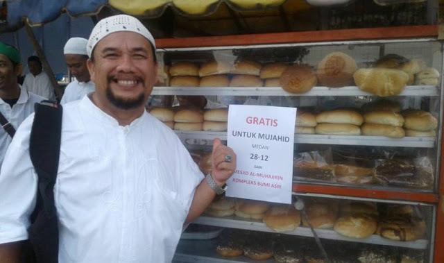 Luar Biasa Sambutan Tabligh Akbar GNPF MUI Medan 2812 Ini, 12 Gerobak Roti Diberikan Gratis Untuk Peserta