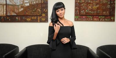 Kumpulan Foto Terbaru Yura Yunita
