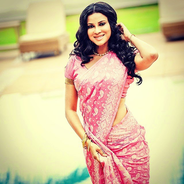 the rang rasiya starlet, nandana sen looks pretty in pink!