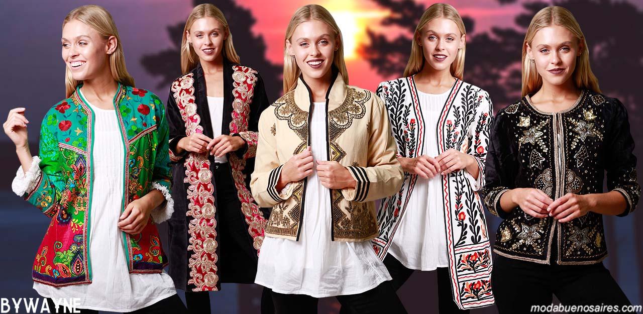 MODA INVIERNO 2019: ESTILO BOHO Y HIPPIE CHIC. Sacos y chaquetas bordadas estilo boho hippie chic invierno 2019.