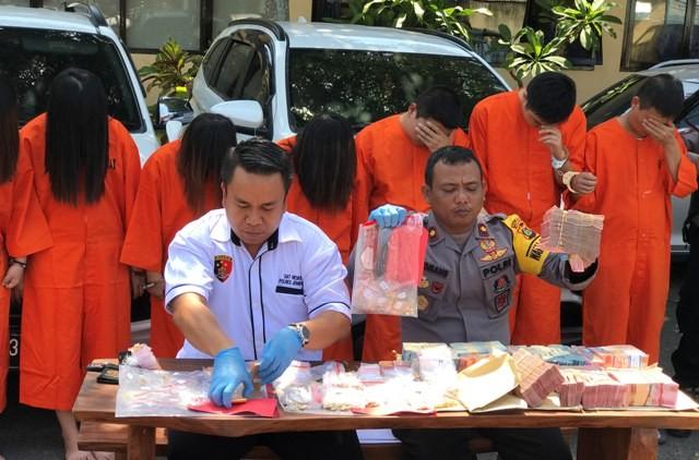 Wow! Polisi Temukan Rp 4 M dari Komplotan Gendam China, Ini Modusnya