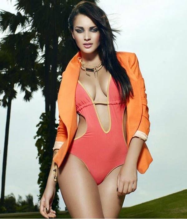 Amy jackson-Bollywoodpinup.blogspot.com amy jackson,amy jackson height,amy jackson hot,amy jackson size