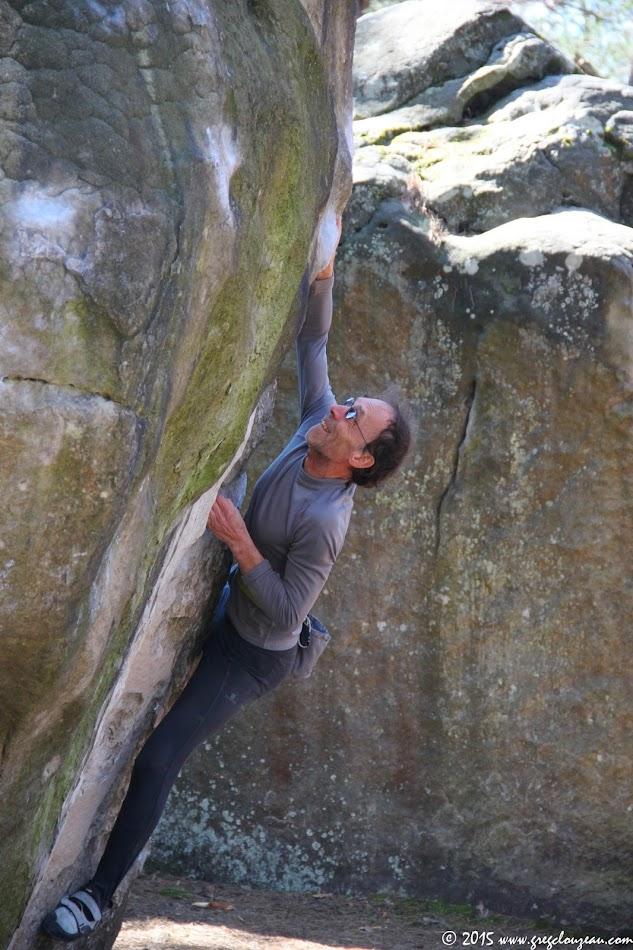 Alain Catté dans la Voie du pin, 6C en DA, Franchard Cuisinière, Fontainebleau