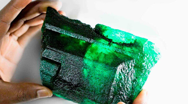 5,655-carat Emerald With 'Golden Green Hue' Discovered