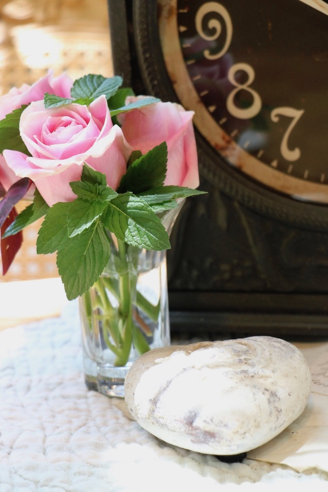 Black French Country Clock Summer Time Pink Rose And White Heart