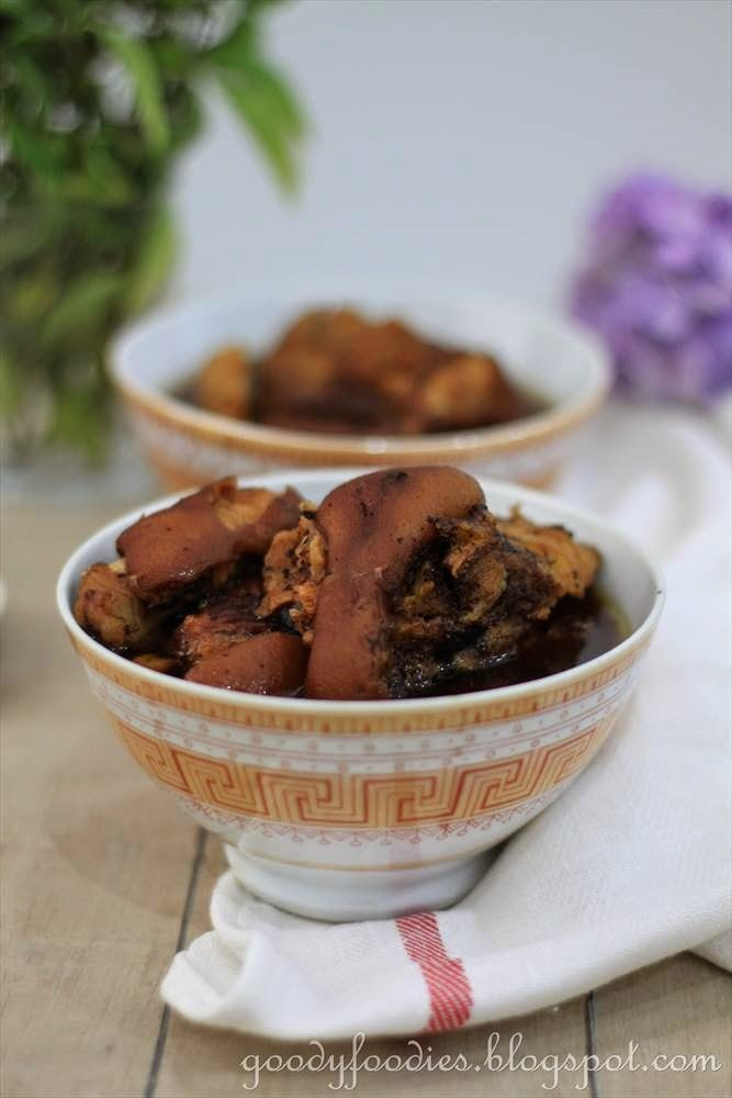GoodyFoodies Recipe Pork knuckletrotters with black