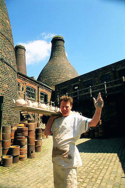 Gladstone Pottery Museum Story - an iconic photo Kevin Millward in the cobbled yard