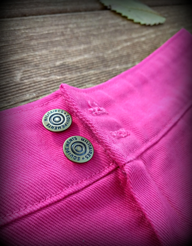 Jeans buttons on the Weston shorts pattern from Seamwork.